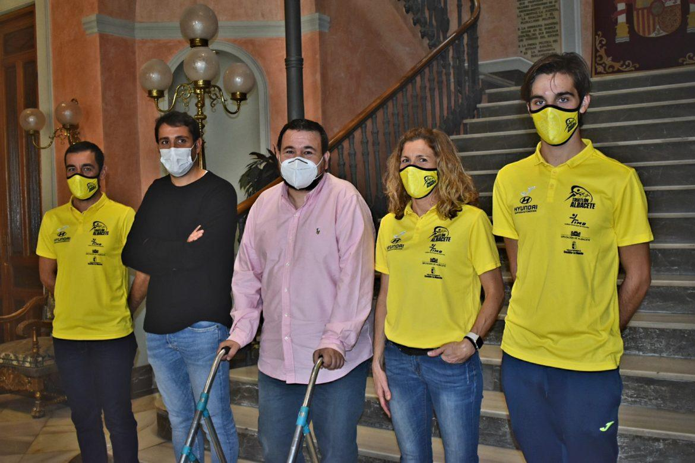 El Club Triatlón Albacete visita la Diputación