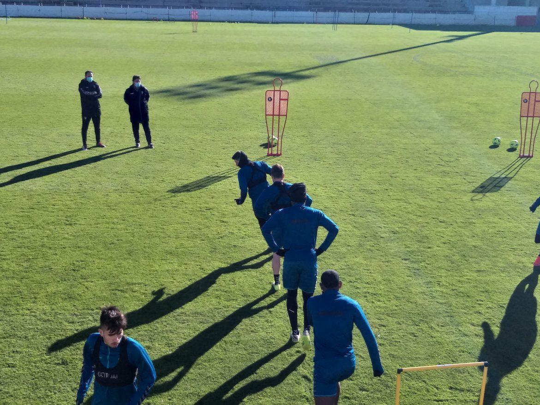 Alejandro Menéndez dirige su primer entrenamiento