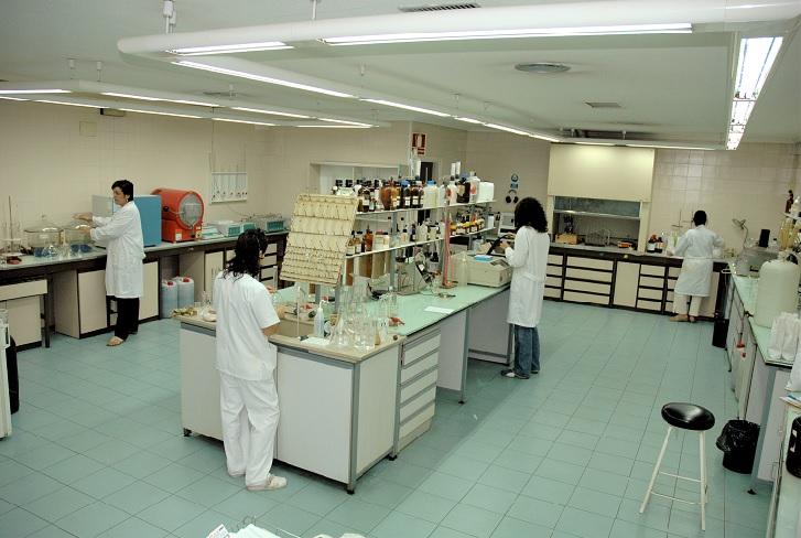 El laboratorio de Eurocaja, Rural preparado para detectar material genético COVID - 19 en aguas residuales