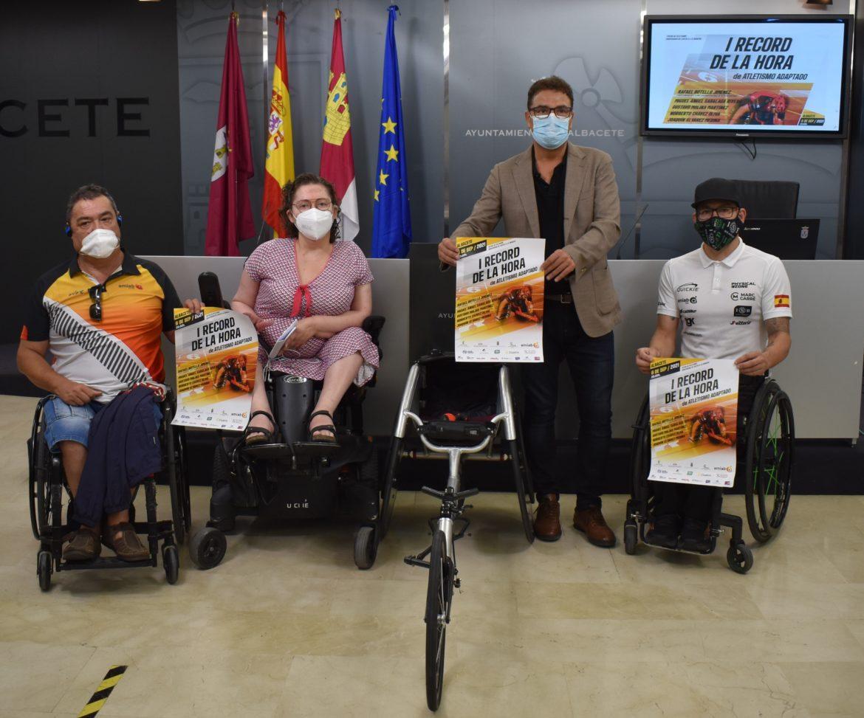 La Concejalía de Deportes invita a la ciudadanía a animar al atleta Rafa Botello en su intento de batir el récord de la hora en silla de ruedas